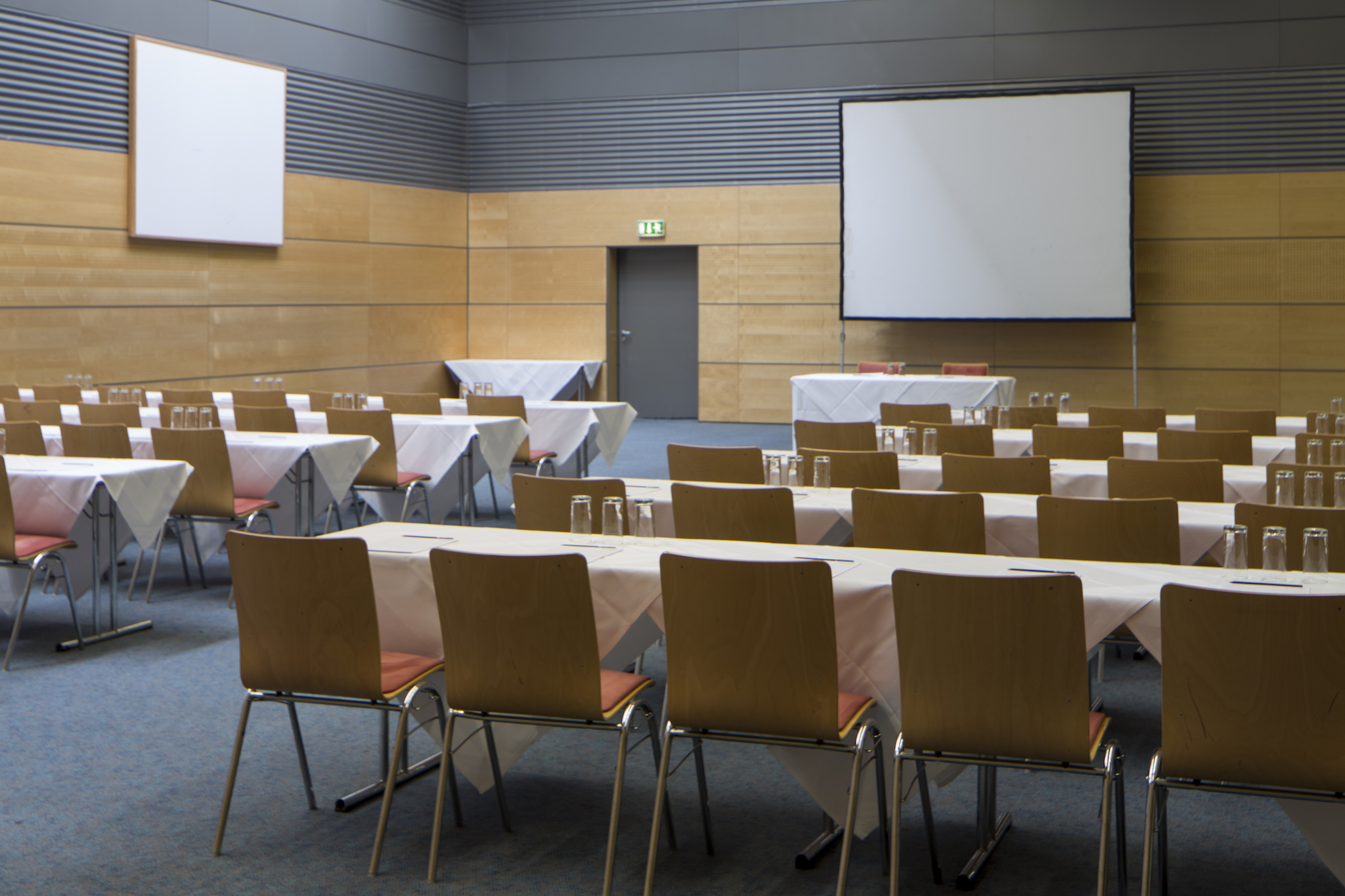 Seminar room Europa 6 with screen |  Eventhotel Pyramide in Vienna