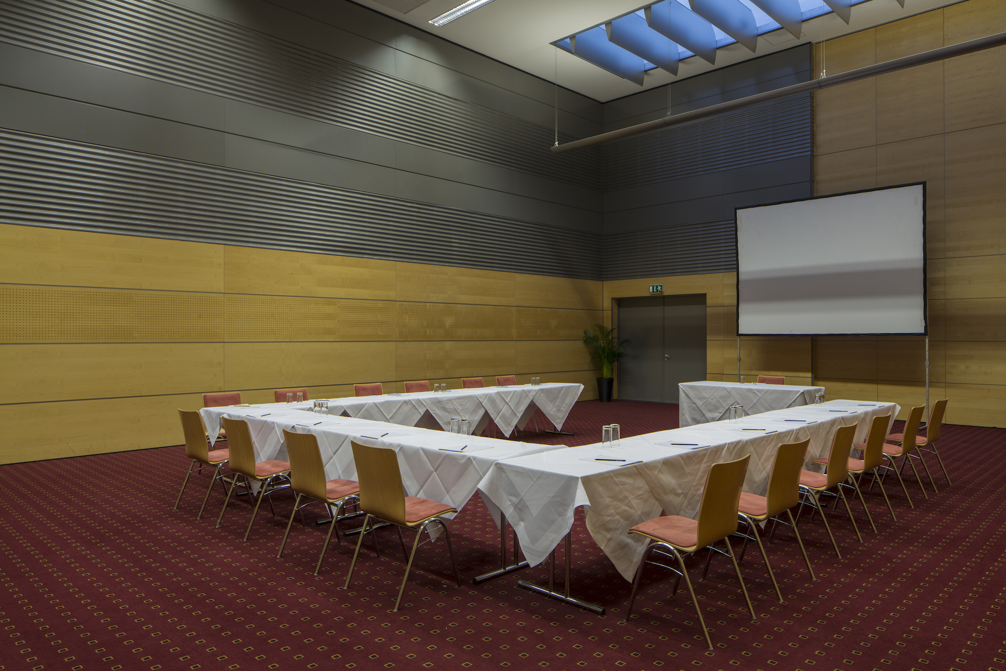 Seminar room Europa 1 with u-shape | Eventhotel Pyramide in Vienna
