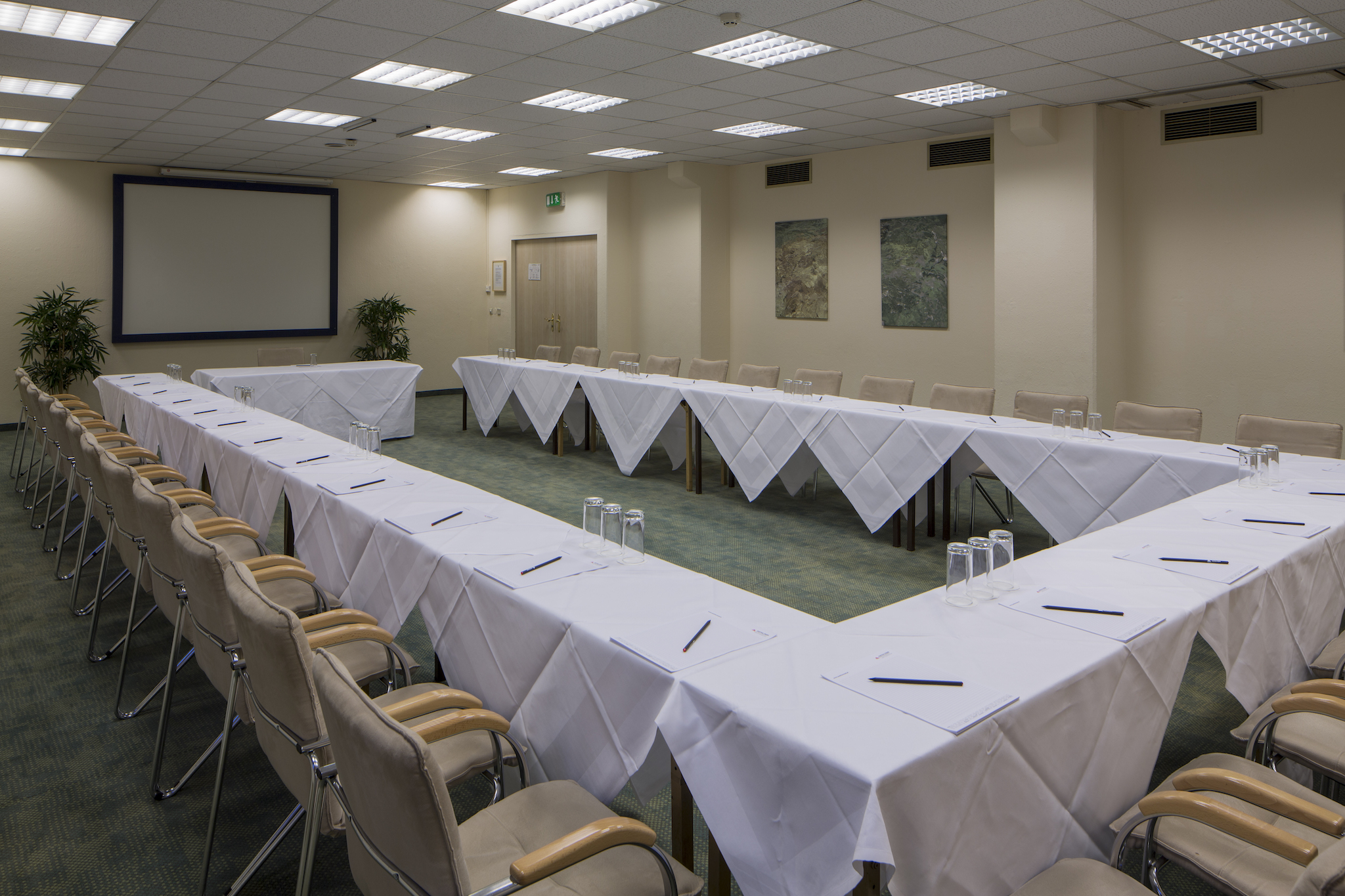 Seminar room Pacific with u-shape | Eventhotel Pyramide in Vienna