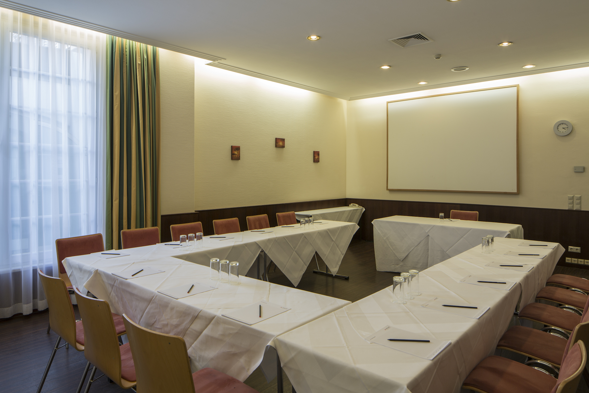 Seminar room Safari u-shape | Eventhotel Pyramide in Vienna